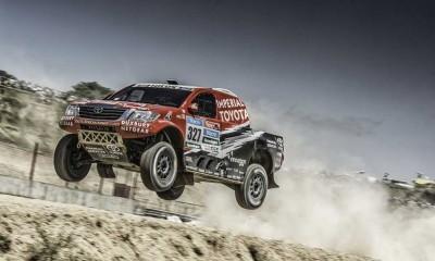 Giniel-De-Villiers-Pick-Up-Hilux-Toyota-2015-Dakar-Rally