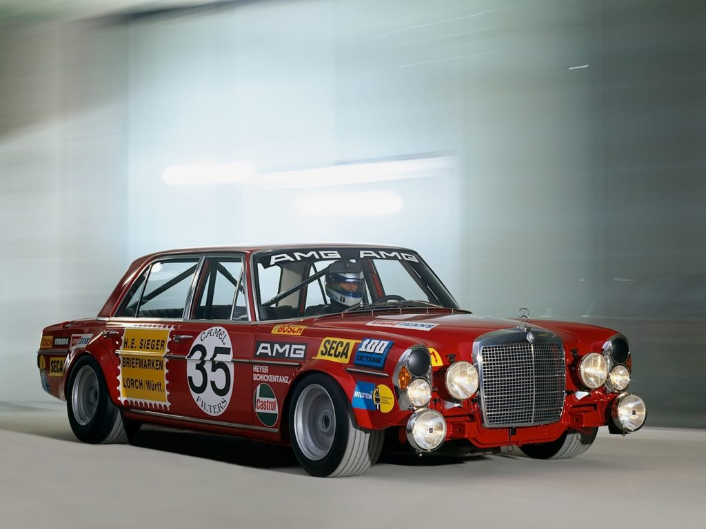 01-mercedes-benz-ssk-and-amg-300-sel-in-the-spotlight-once-again_9
