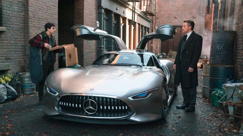 Mobil Mercedes di Justice League 01