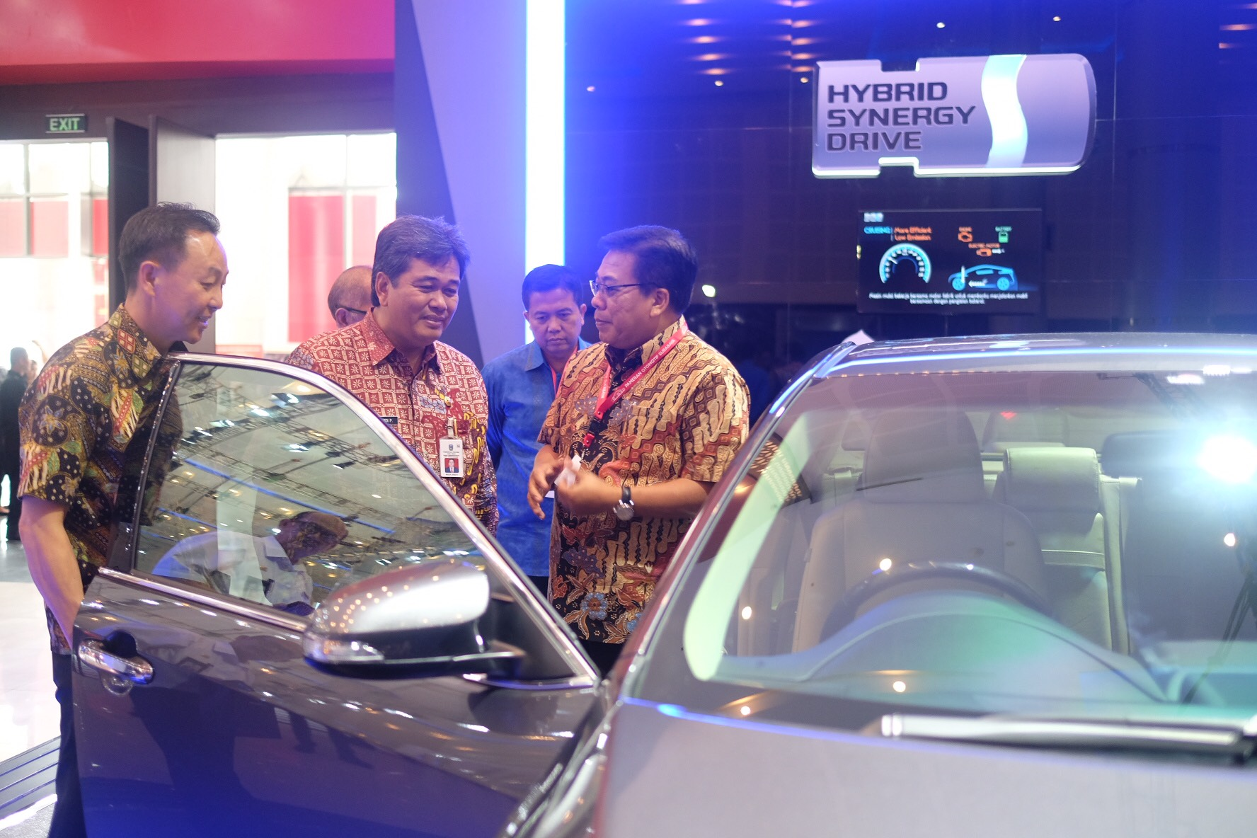 "Teknologi ""Hijau"" Toyota di Pameran Otomotif Surabaya"