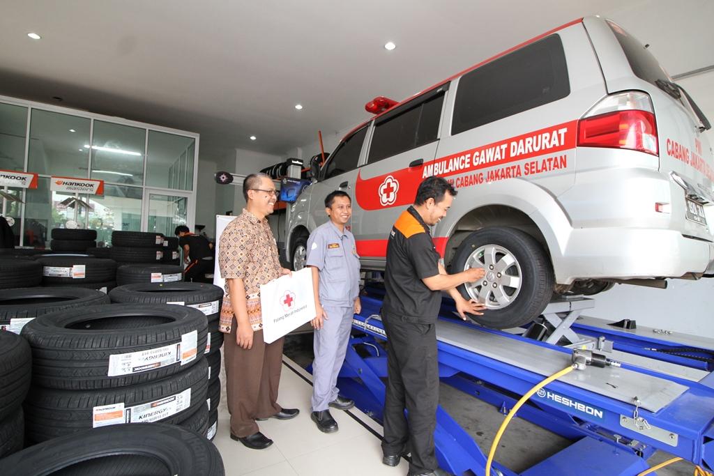 CSR Hankook Tire Indonesia Salurakan Puluhan Ban untuk PMI