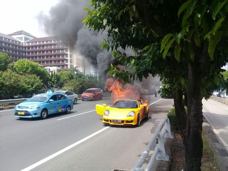 Toyota MR2 Terbakar
